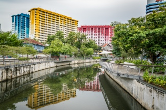 colorful-buildings-reflection-singapore