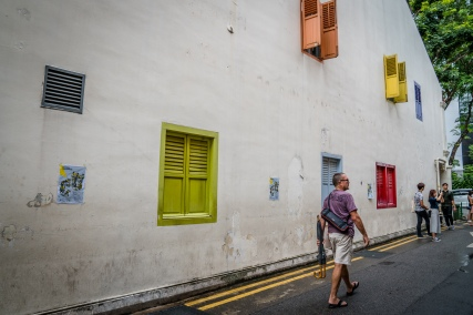 kampong-glam-architecture-colored-shutters-singapore