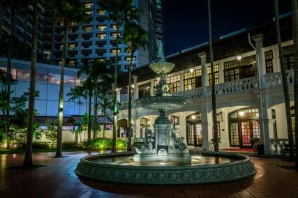 raffles-hotel-fountin-singapore-dusk
