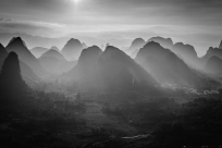 sun-rays-karst-guilin-china