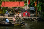 boatman-alleppey-vembanad-backwaters-kochi-india