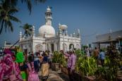 colorful-haji-mosque-mumbai-india