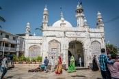 haji-ali-dargah-mosque-mumbai-india