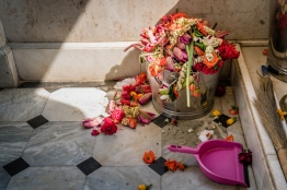 hindu-temple-old-flowers-mumbai-india