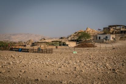 kids-hanging-out-jordan-countryside