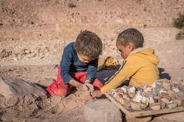 petra-kids-playing-dirt-jordan