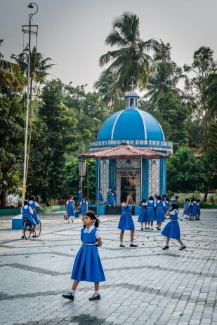 school-girls-kochi-india