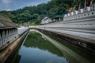 tooth-temple-water-refection-kandy-sri-lanka