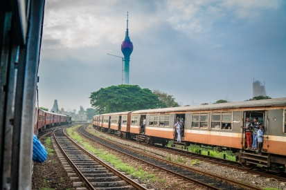 trains-lotus-tower-colombo-sri-lanka