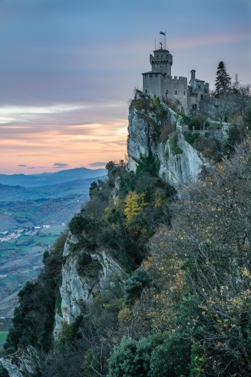 cesta-castle-sunset-san-marino