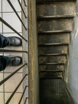 feet-selfie-milan-italy