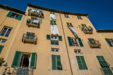 sheets-drying-lucca-italy