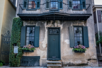 charleston-home-historic-shutters-windowbox